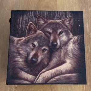 NEW - Wolf trinket box with mirror inside